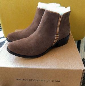 New! Anthro Matisse suede ankle booties